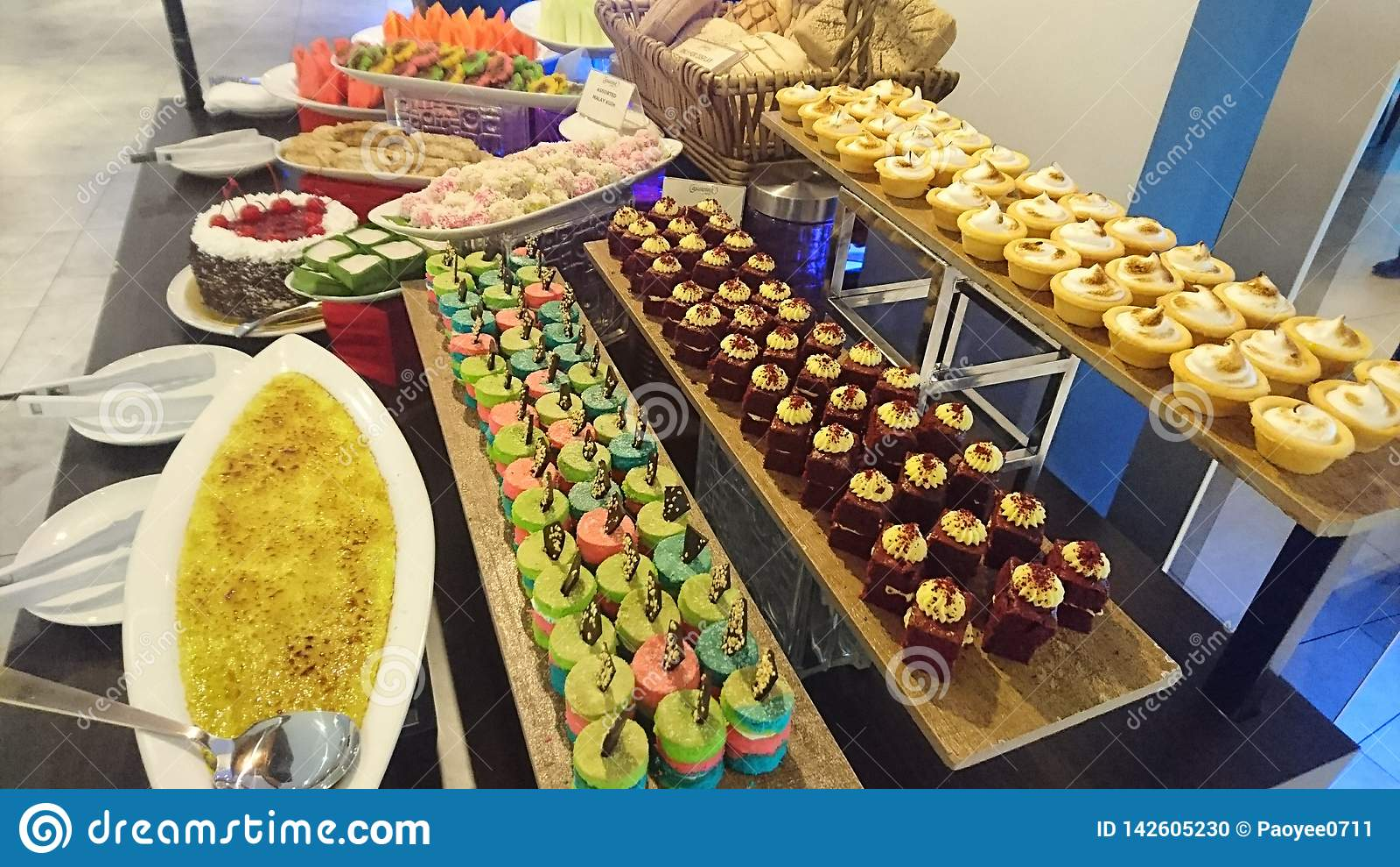 Poziomy kolorowy deseru pokaz