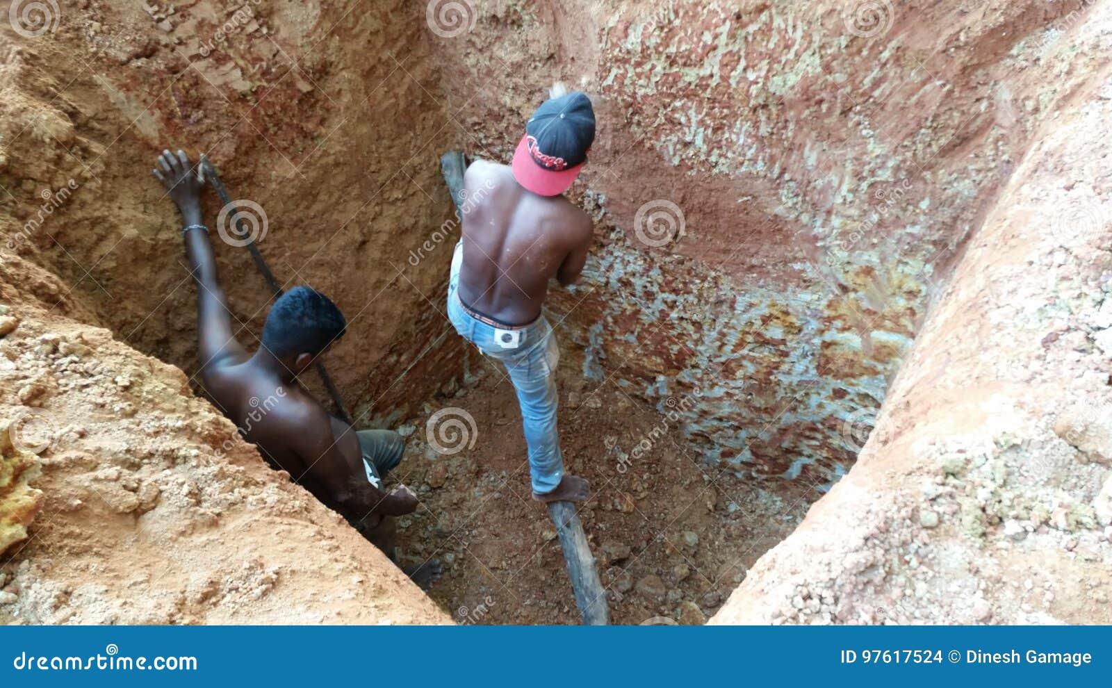 Pozzo d acqua di scavatura manuale