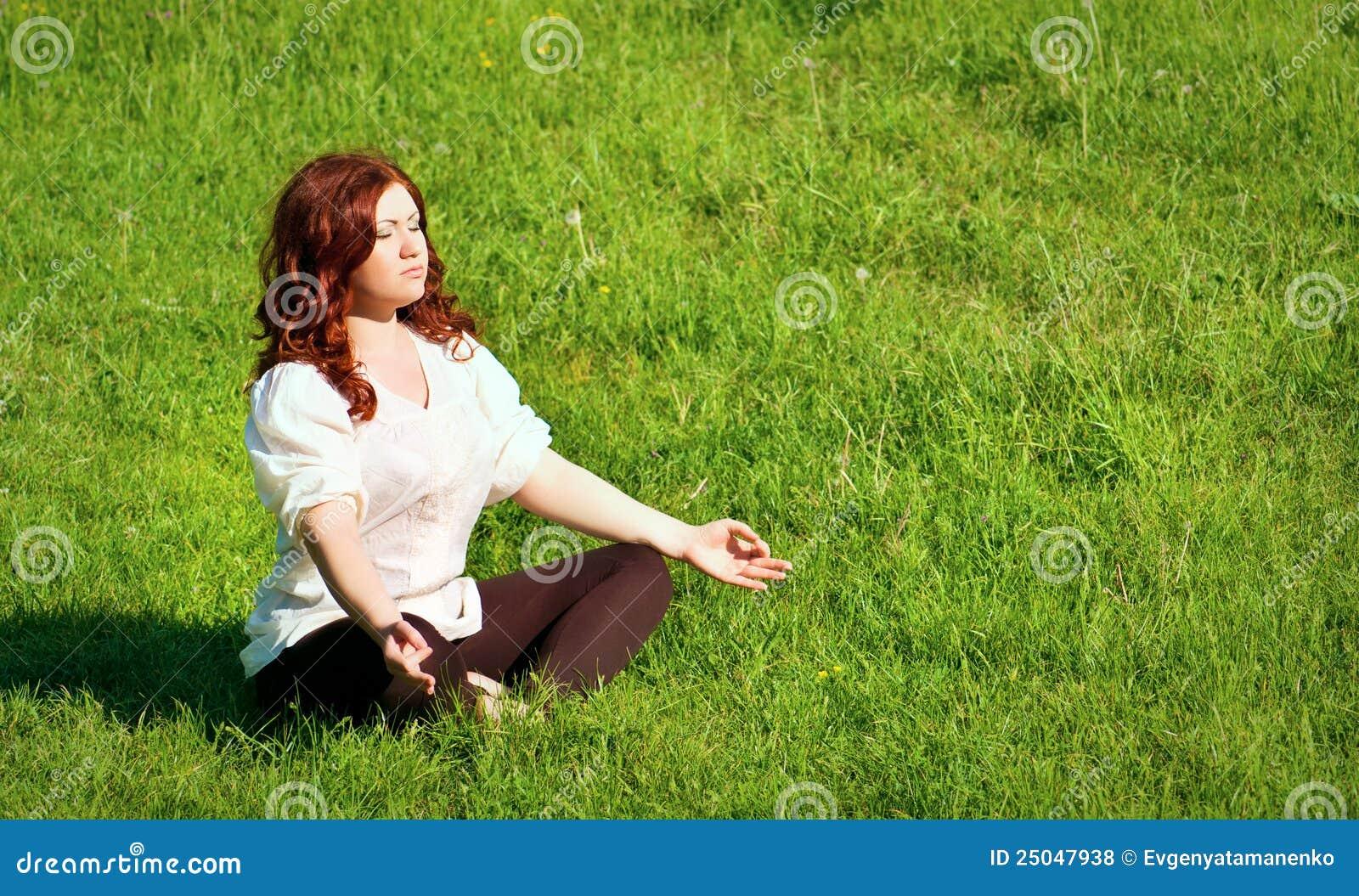 Práctica de la yoga en el aire libre