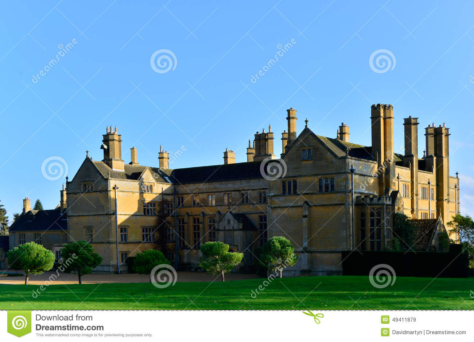 Download Prächtiges Haus stockbild. Bild von millionaire, villa - 49411879