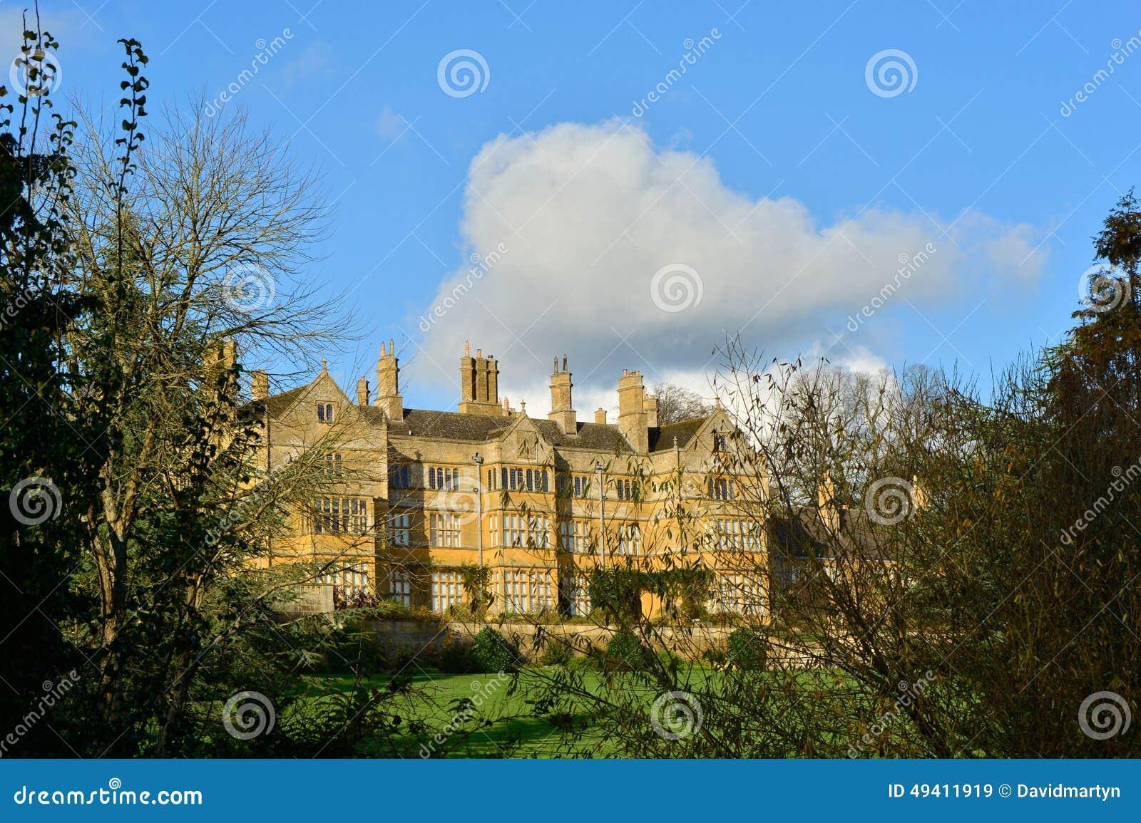 Download Prächtiges Haus stockbild. Bild von land, reich, milliardär - 49411919