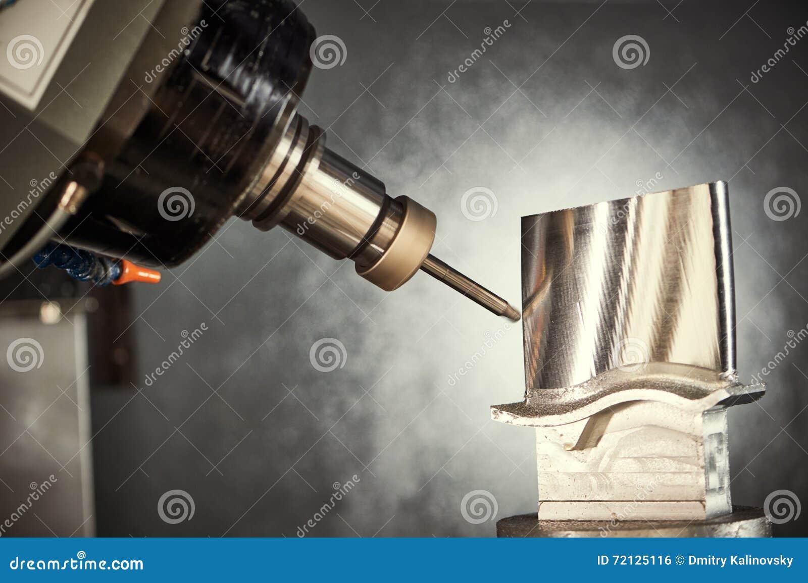 Prägeschneidvorgang Cnc-Metallverarbeitung, die durch Mühlschneider maschinell bearbeitet