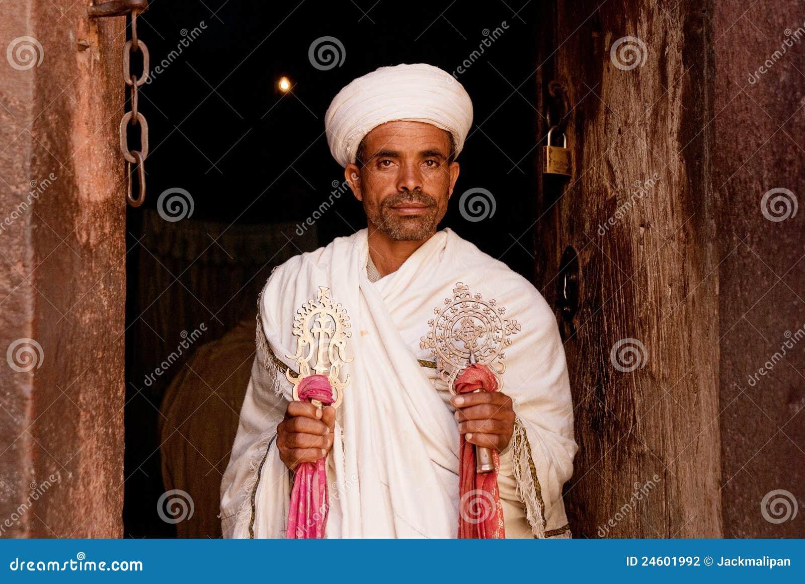 Prästinnehav som är argt på den coptic kyrkliga lalibellaen ethiopia africa
