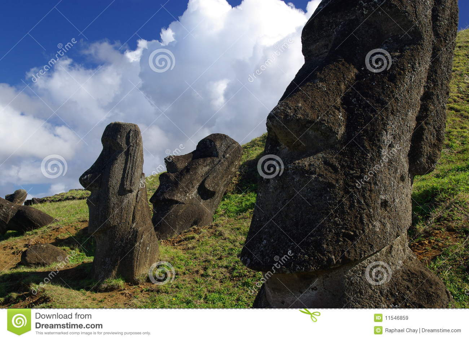 Près des statues