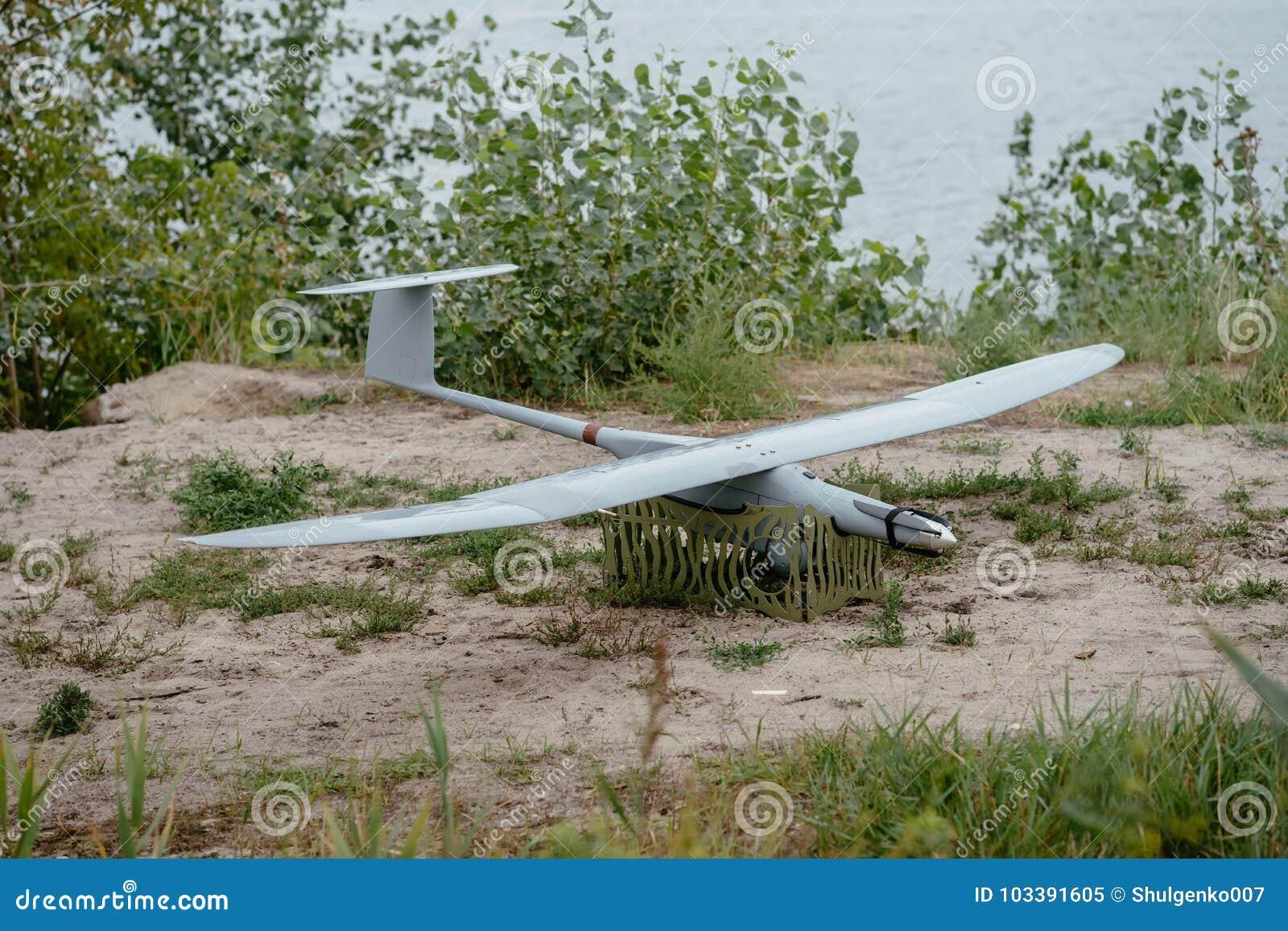 Préparer les bourdons d armée pour la mission Aircra de reconnaissance
