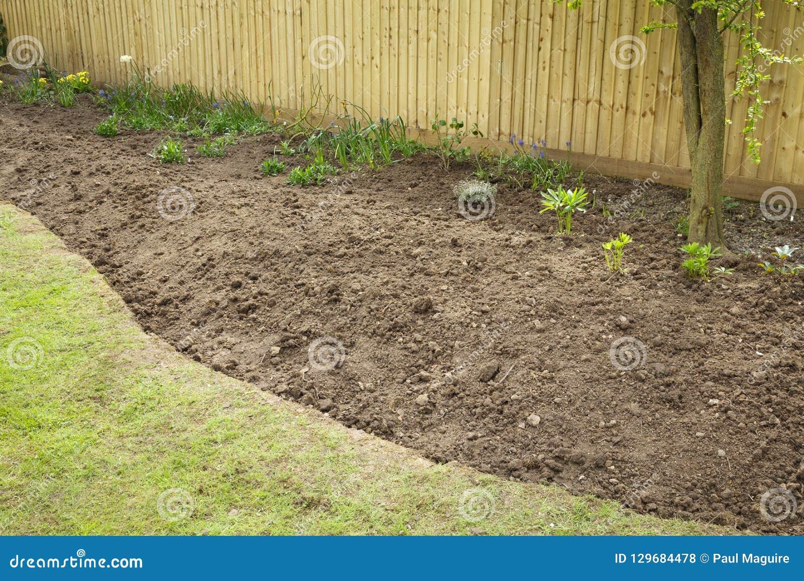 Préparer un parterre de jardin pour la plantation