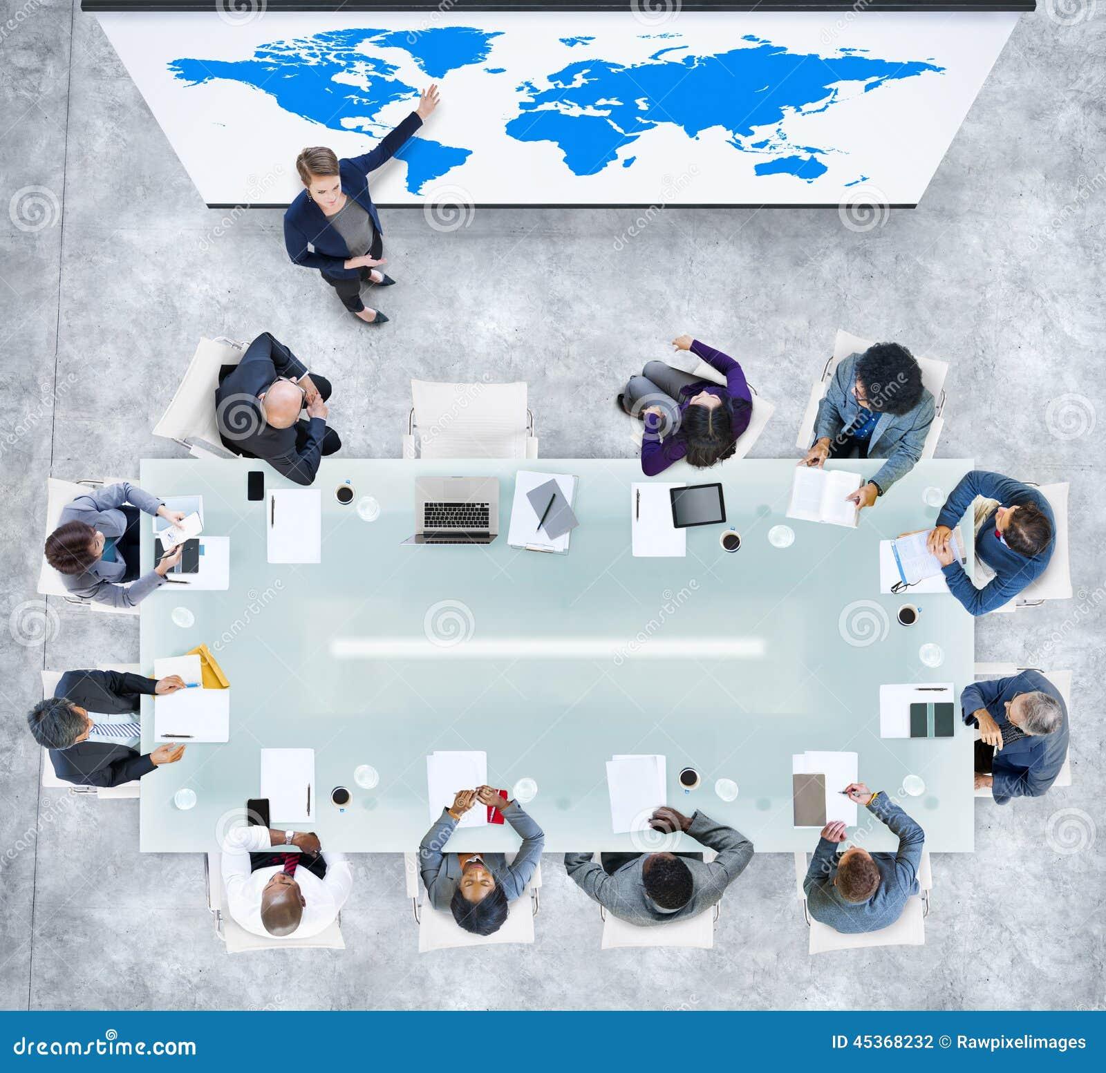 Présentation d affaires globales dans un bureau contemporain