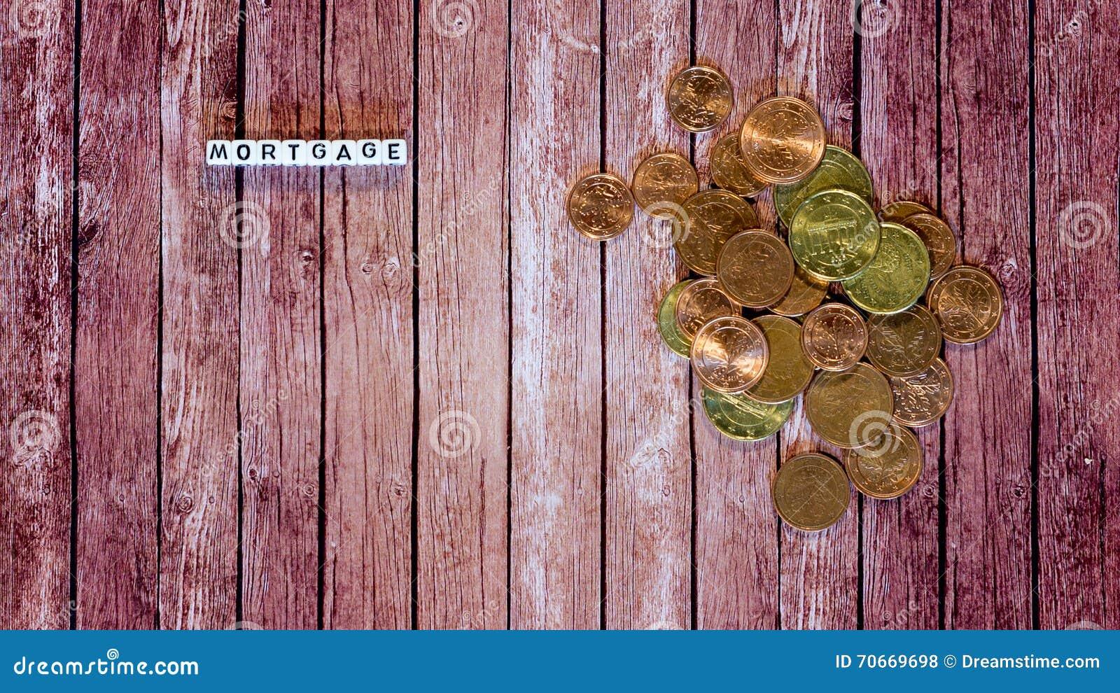 Préstamo de hipoteca, cubos de la letra con las monedas