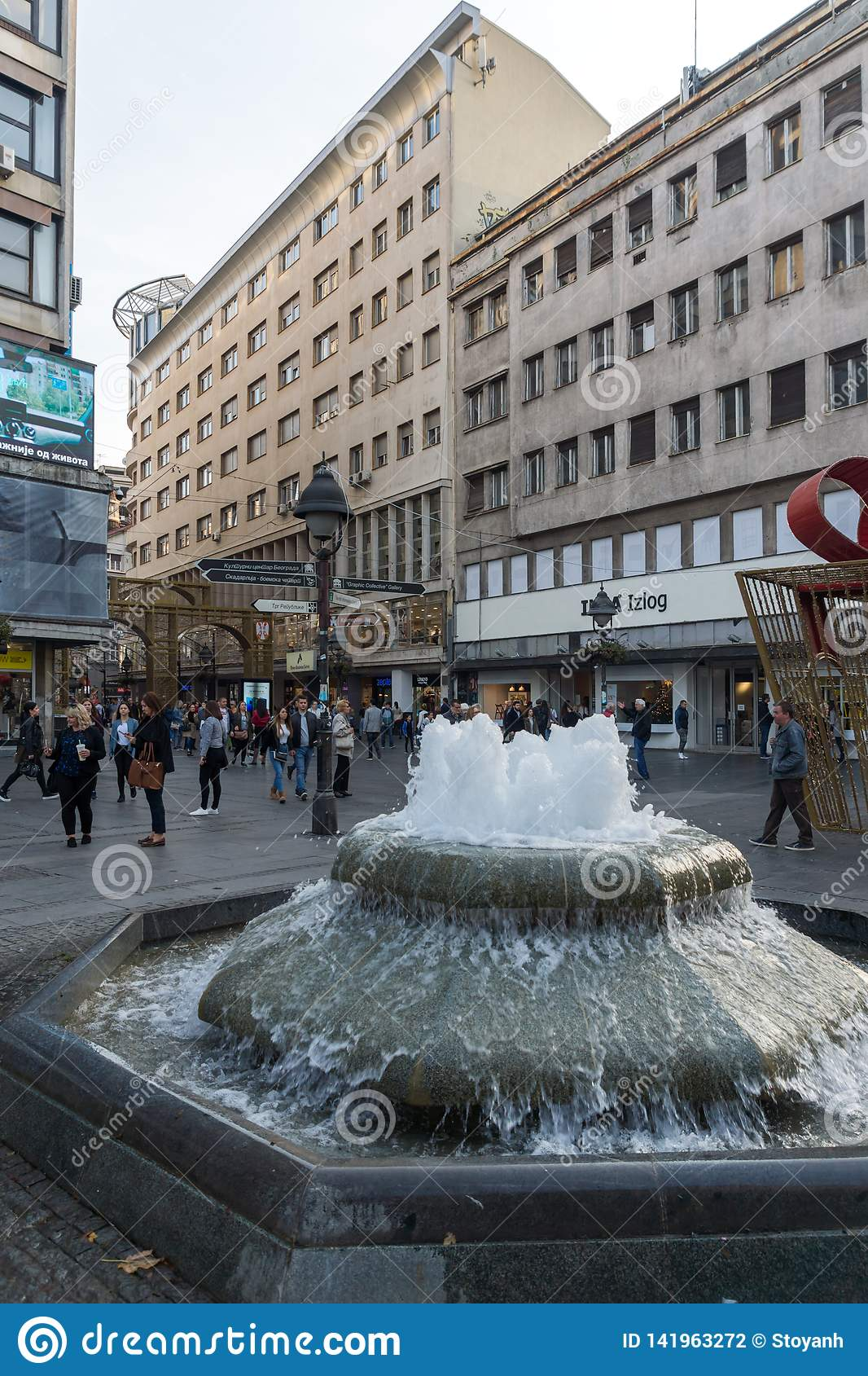 Príncipe Michael Street de la calle de Knez Mihailova en el centro de la ciudad de Belgrado, Serbia