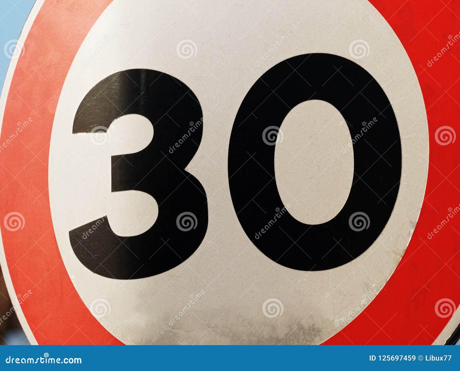 30 prędkości ograniczenia znaka zbliżenie