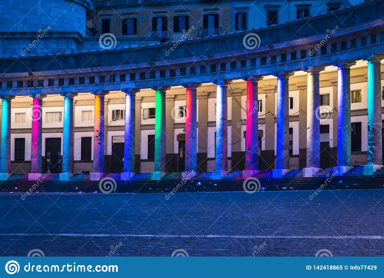 Praça del Plebiscito, Nápoles, Itália
