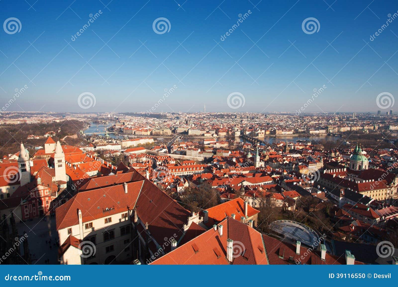 Praag. Rode daken.