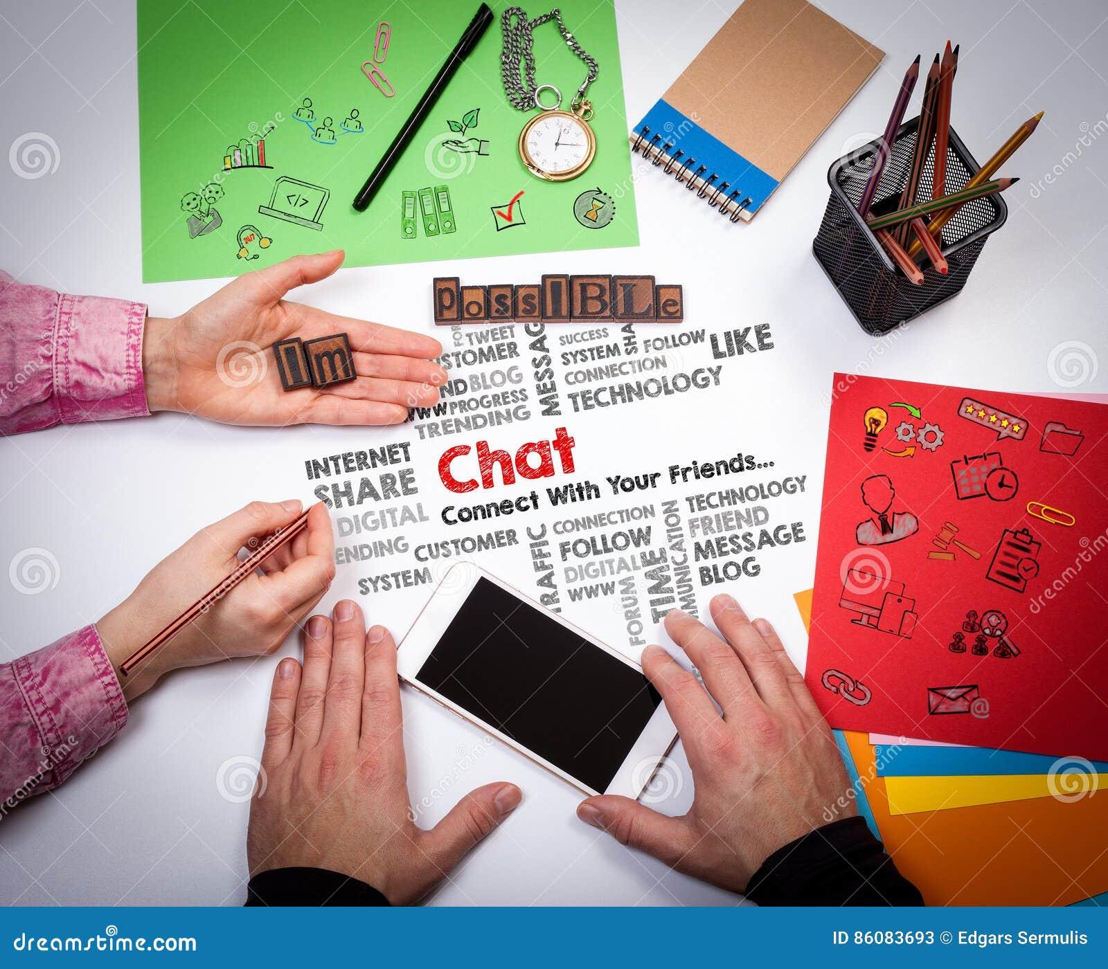 Praatje Online Communicatie Sociaal Media Concept De vergadering bij de witte bureaulijst
