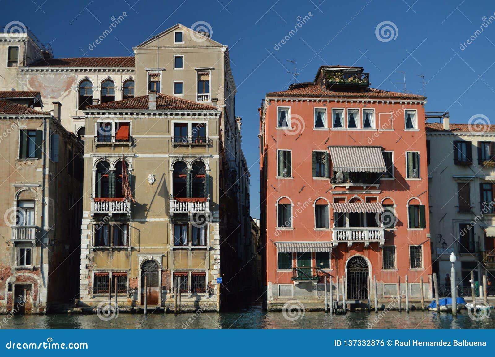 Prachtige Foto bij Zonsondergang van Grand Canal met Zijn Schilderachtige en Kleurrijke Gebouwen in Venetië Reis, Vakantie, Archi