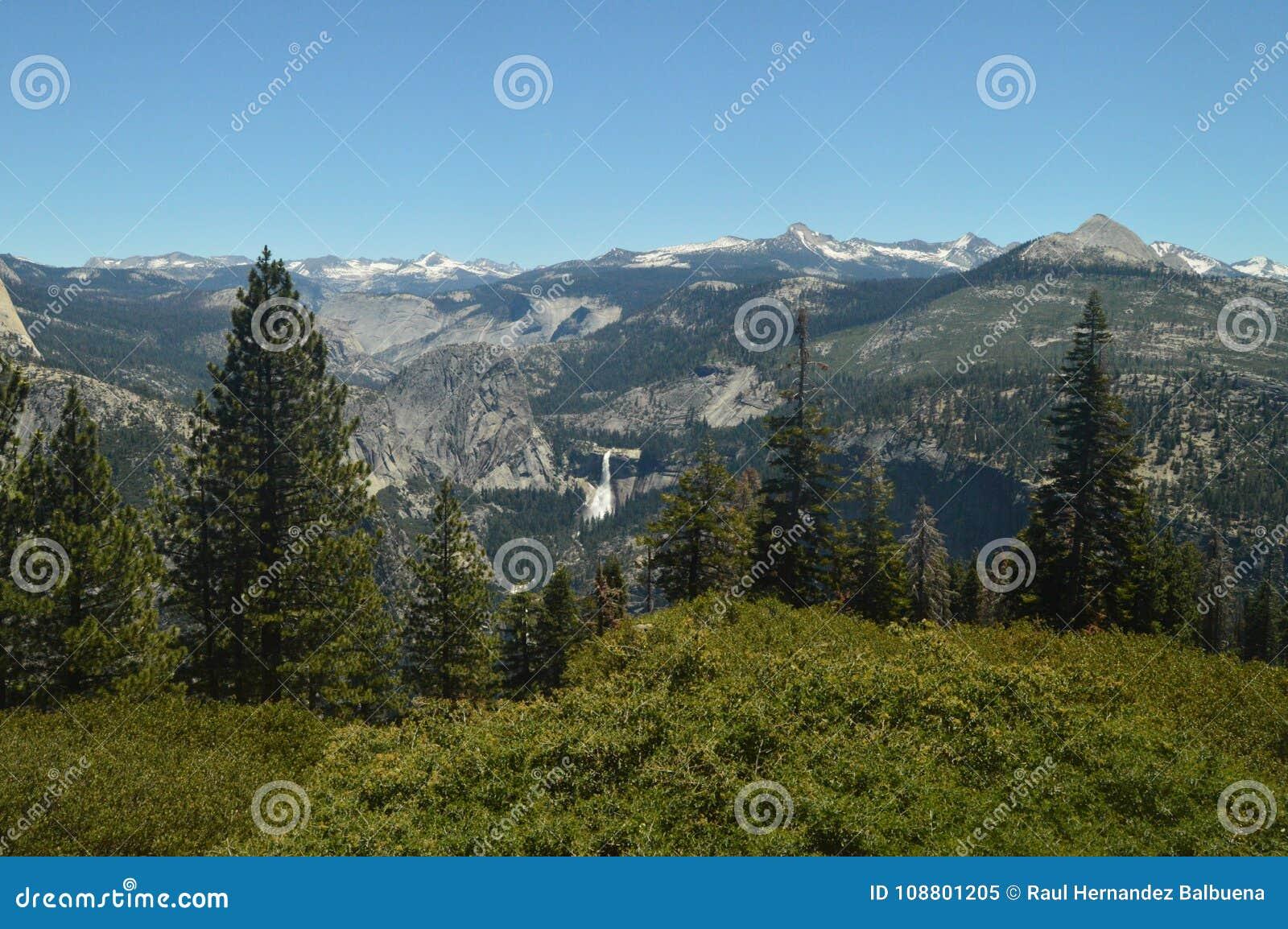 Prachtige Meningen van Forest From The Highest Part van Één van de Bergen van het Nationale Park van Yosemite De Vakantie van de