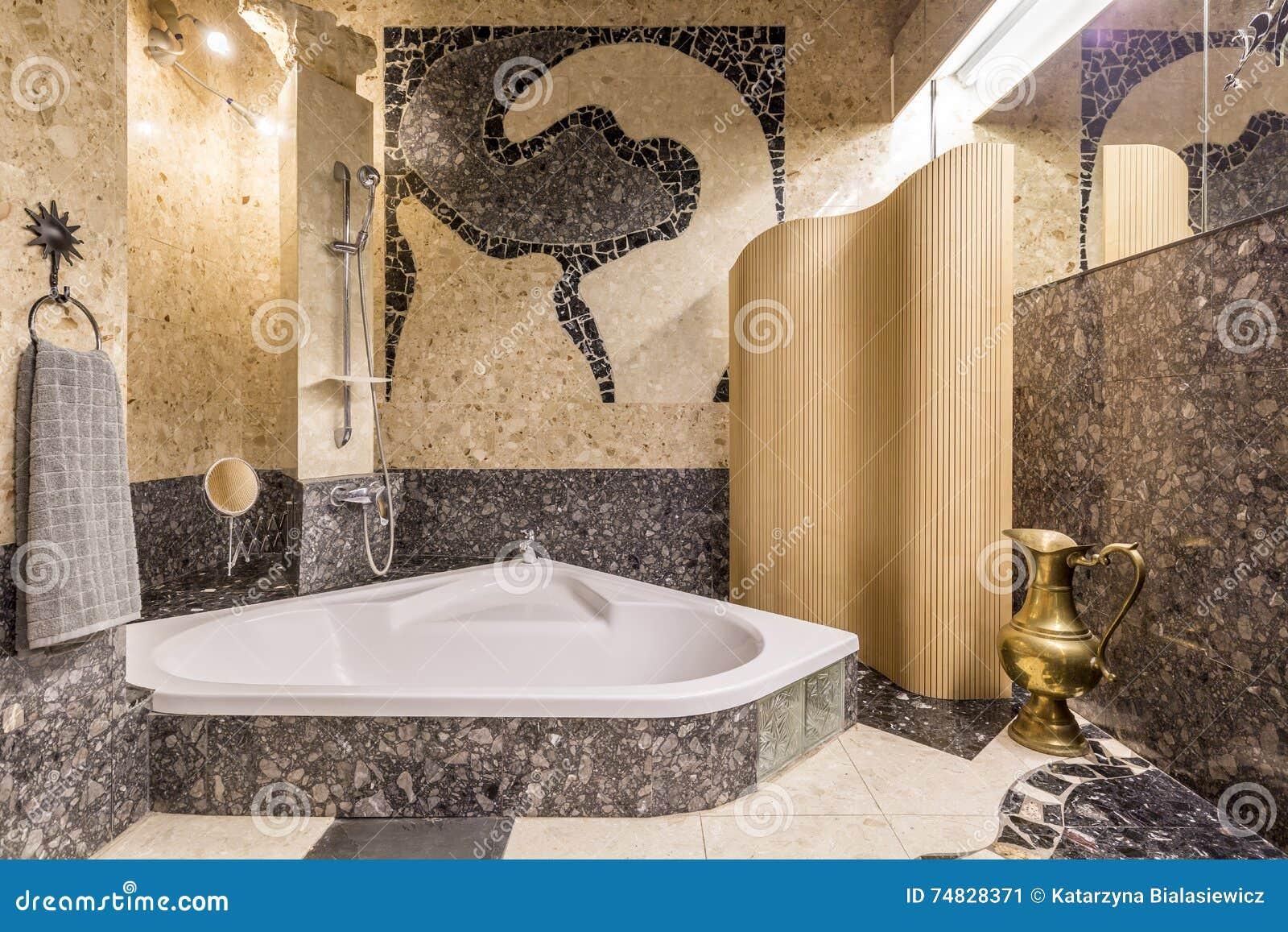 Prachtvolles Badezimmer, Das Atmosphäre Von Orient Schafft ...