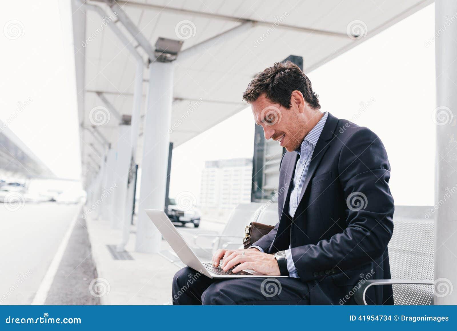 Pracować na laptopie
