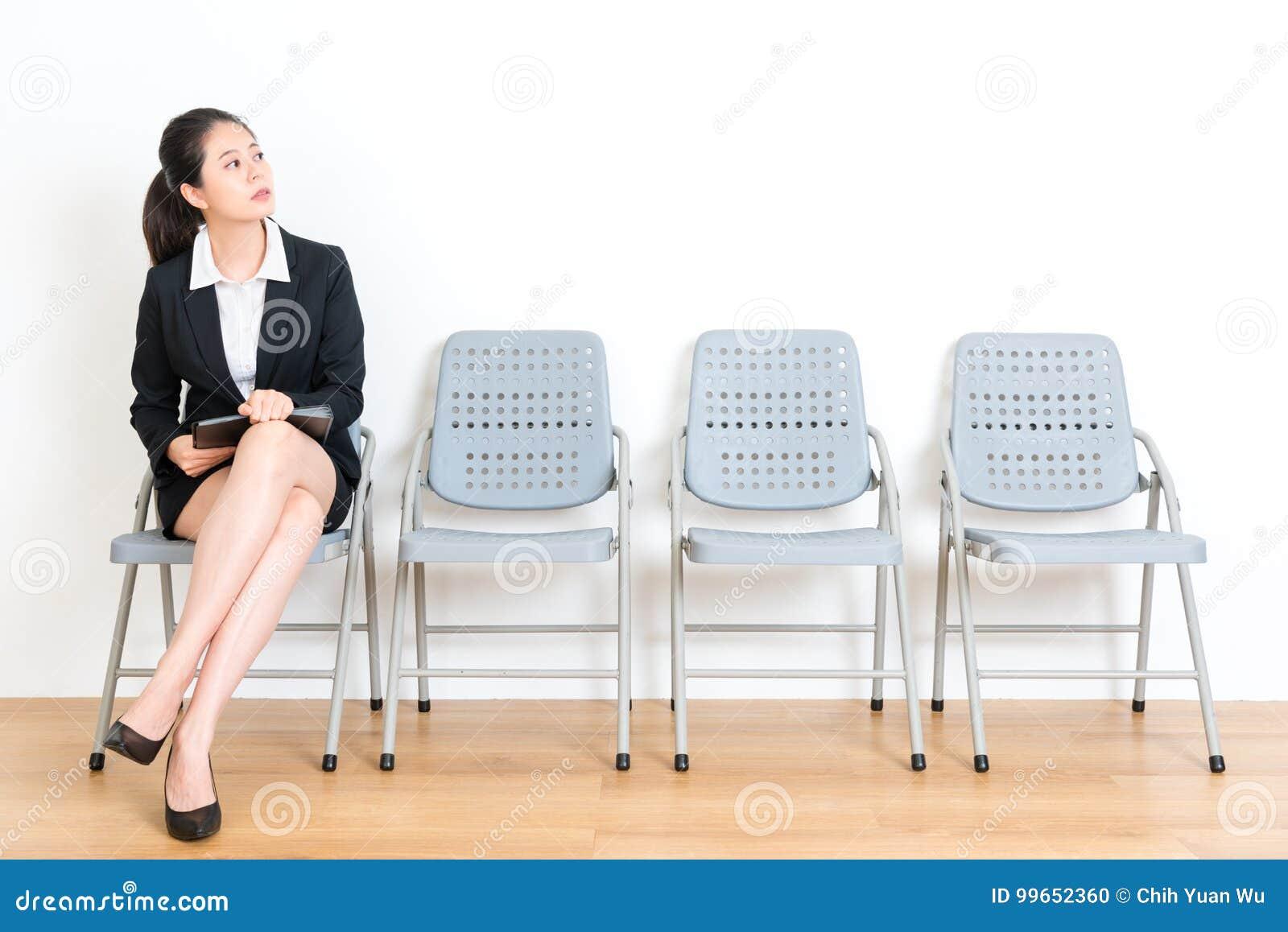 Pracownik damy mienia ogłoszenie towarzyskie przygotowywa dokument