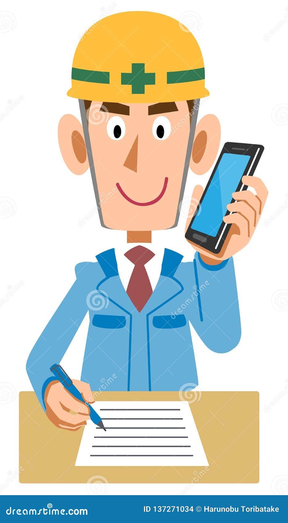 Pracownik przy budową Pisać notatkach na telefonie komórkowym podczas gdy opowiadający