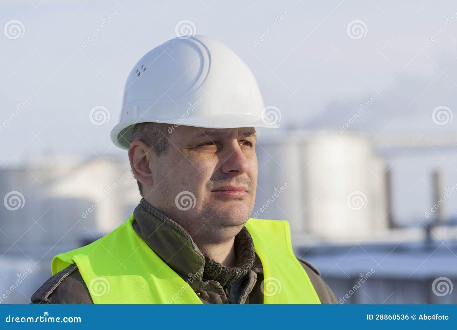 Pracownik przy fabryką