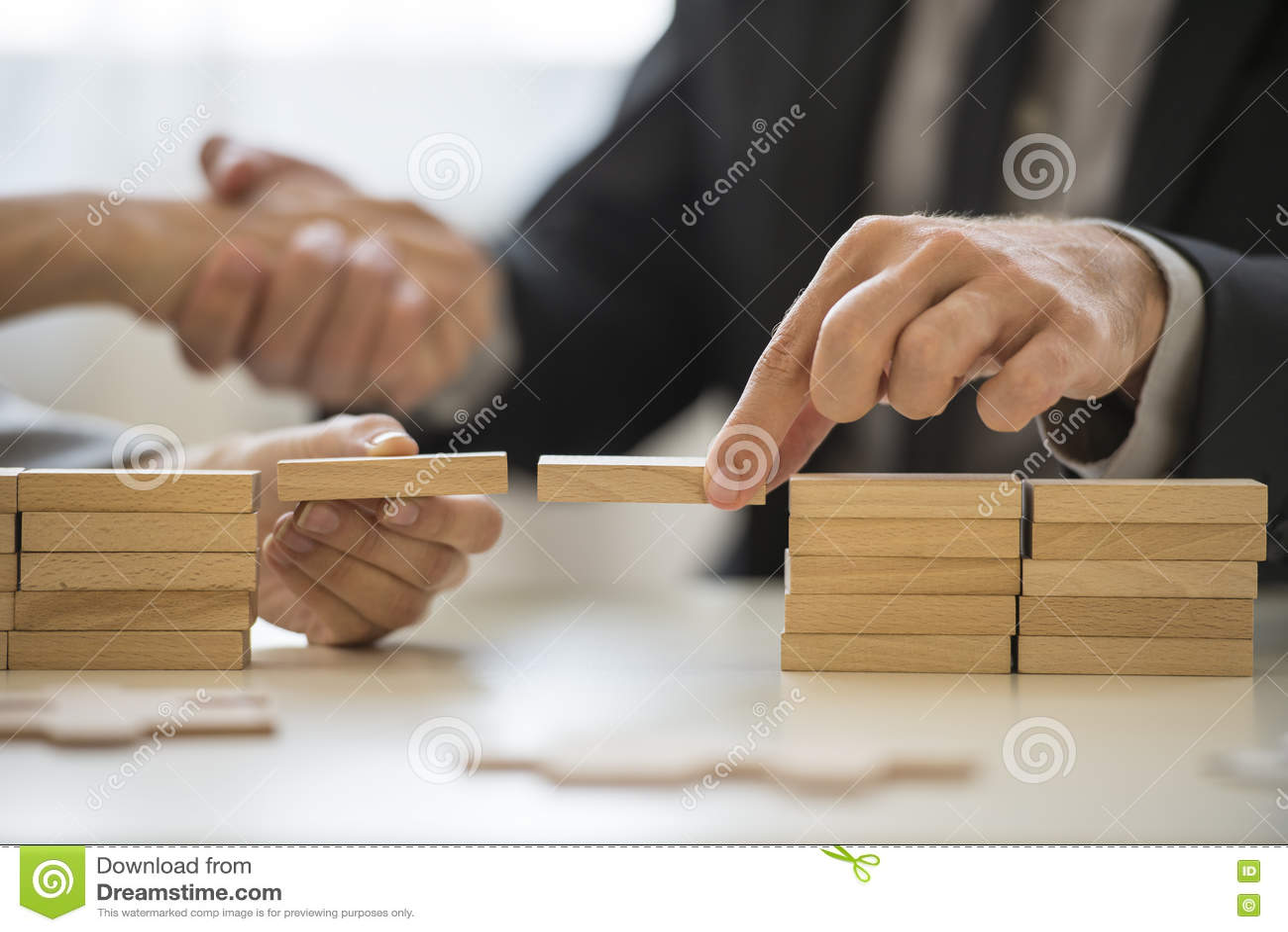 Pracy zespołowej lub budynku mostów pojęcie