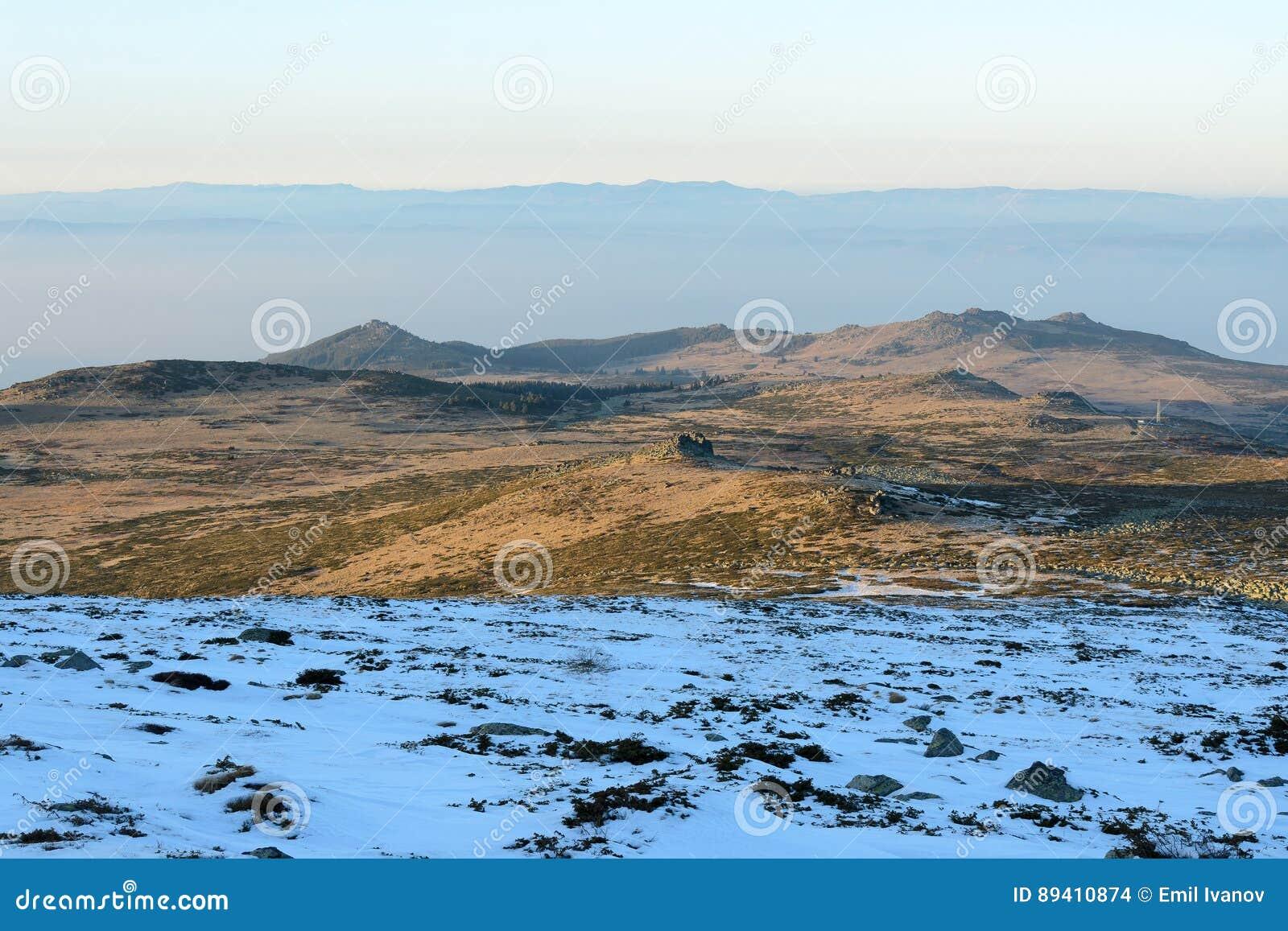 Prado na montanha, montanhas