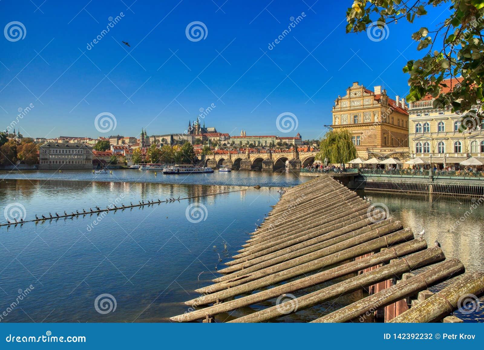 Prag, Ansicht von Prag-Schloss und Charles Bridge