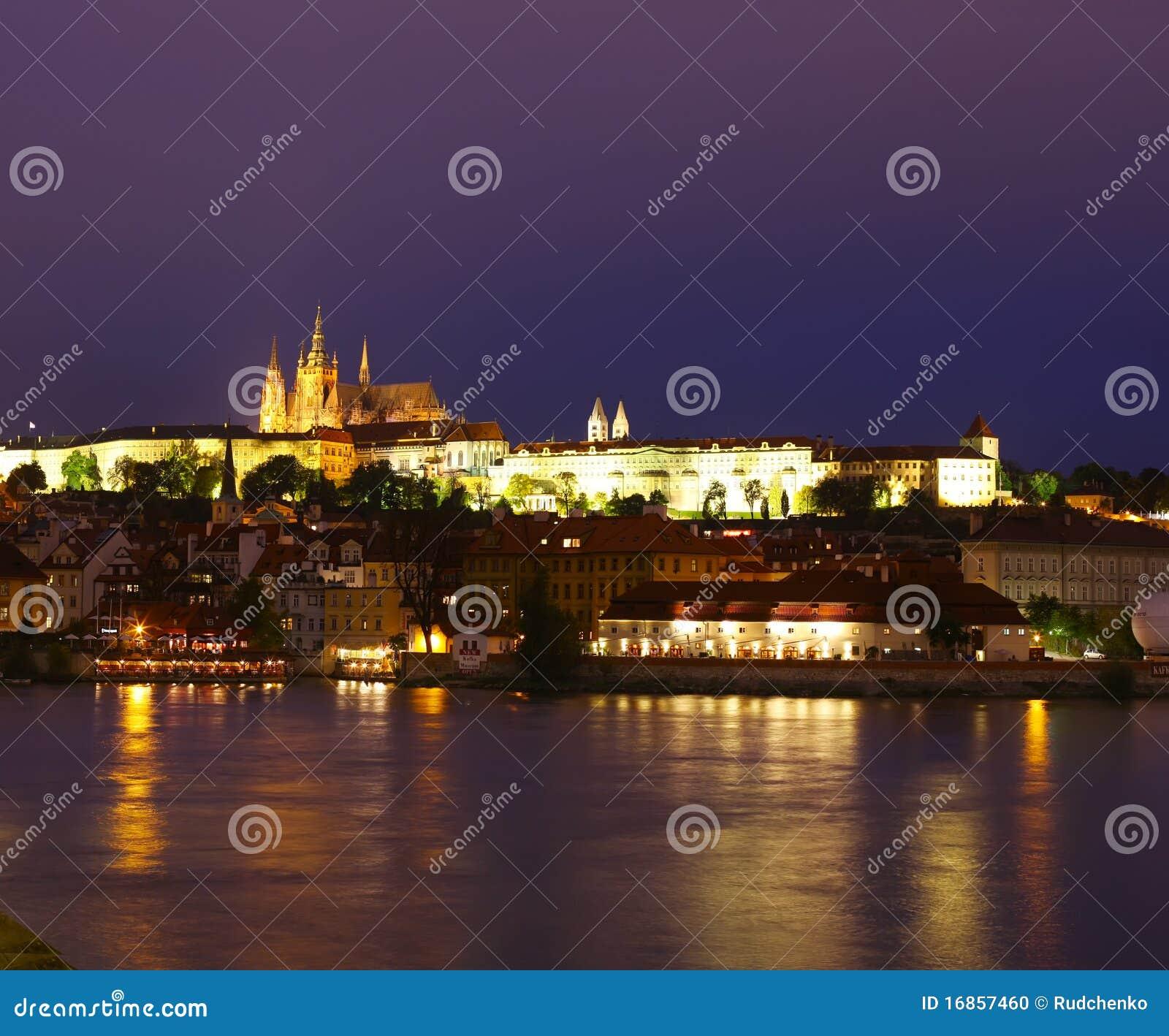 Praga na noite