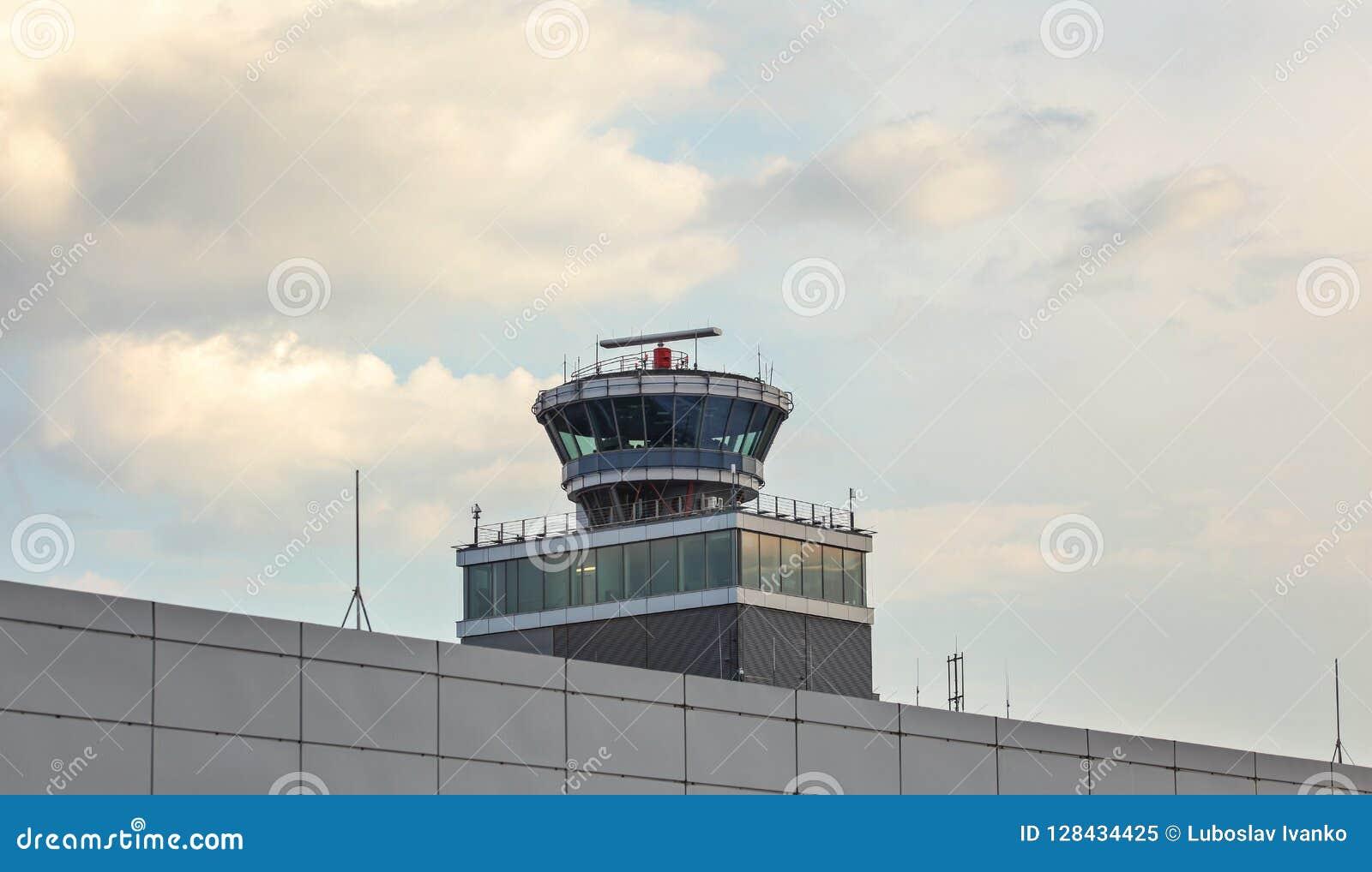 Praga, República Checa - 28 de julho de 2018: Controlador aéreo a