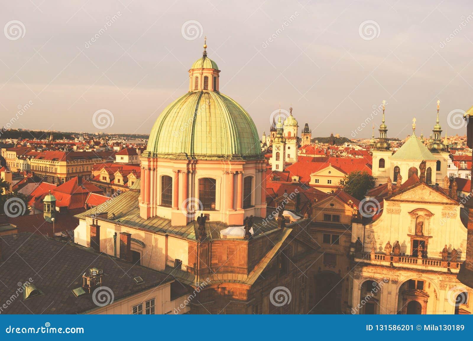 Praga, República Checa, vista superior de la ciudad en colores del vintage