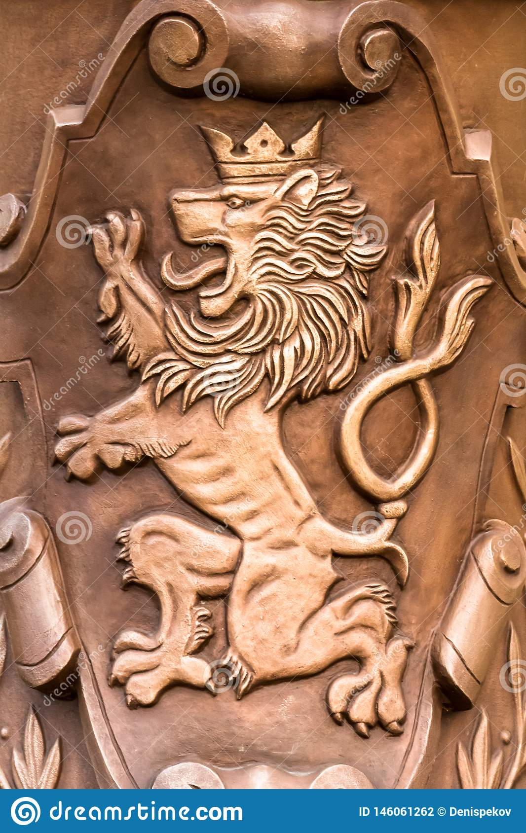 Praga, republika czech 03/ 31 2019: żakiet ręka lwa brązowy mieszkanie