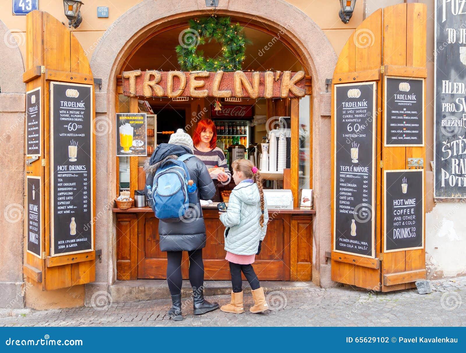 Prague Boutique vendant le trdelnikov