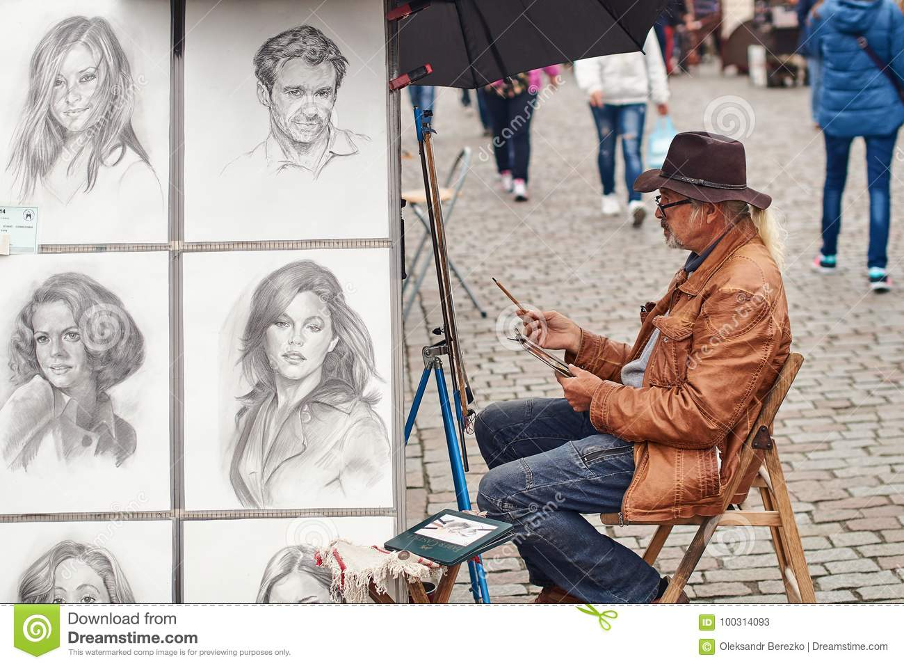 Prague Czech Republic September 27 2014 Street Portrait Painter