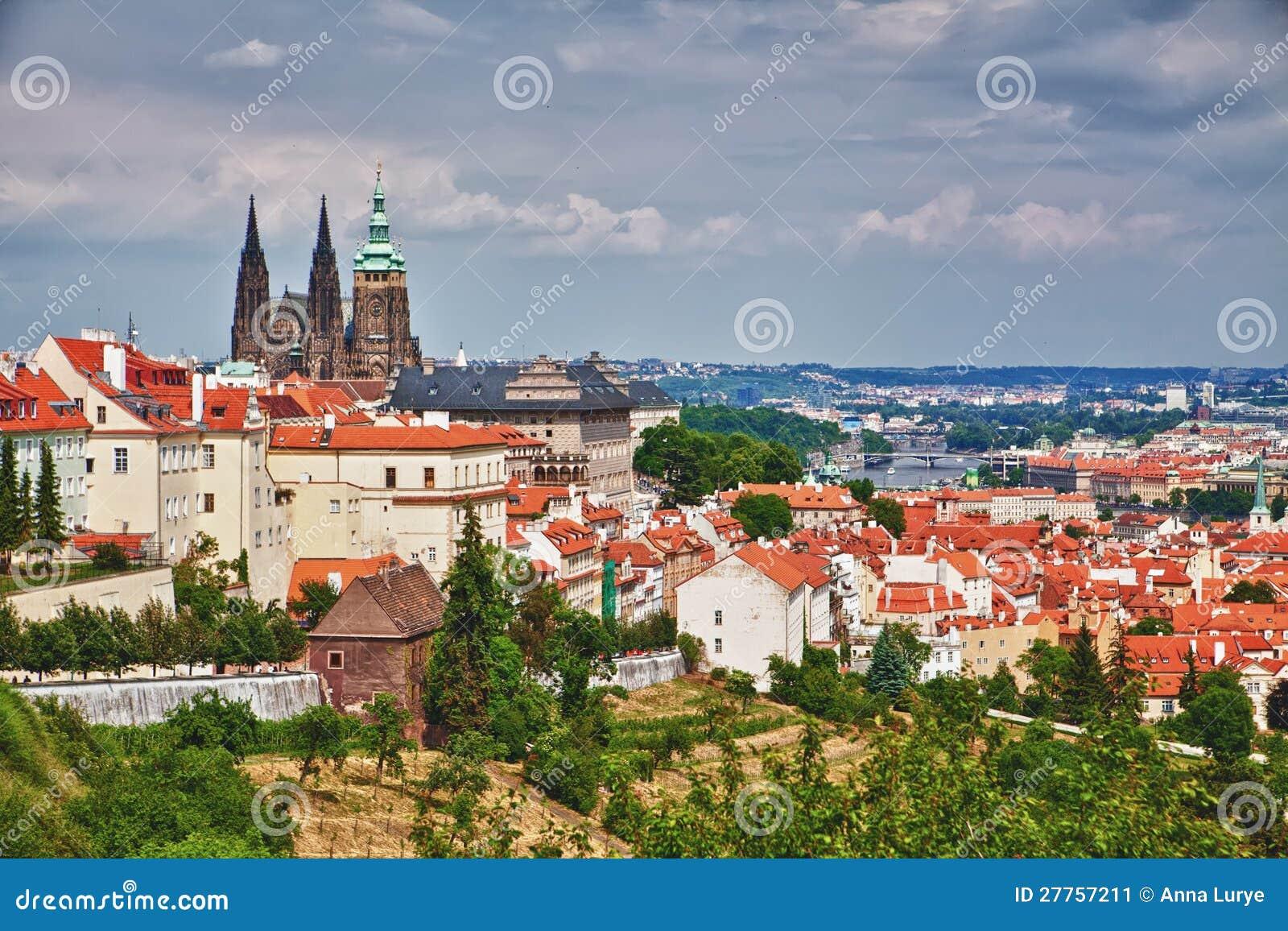 Prague et cathédrale de St.Vitus