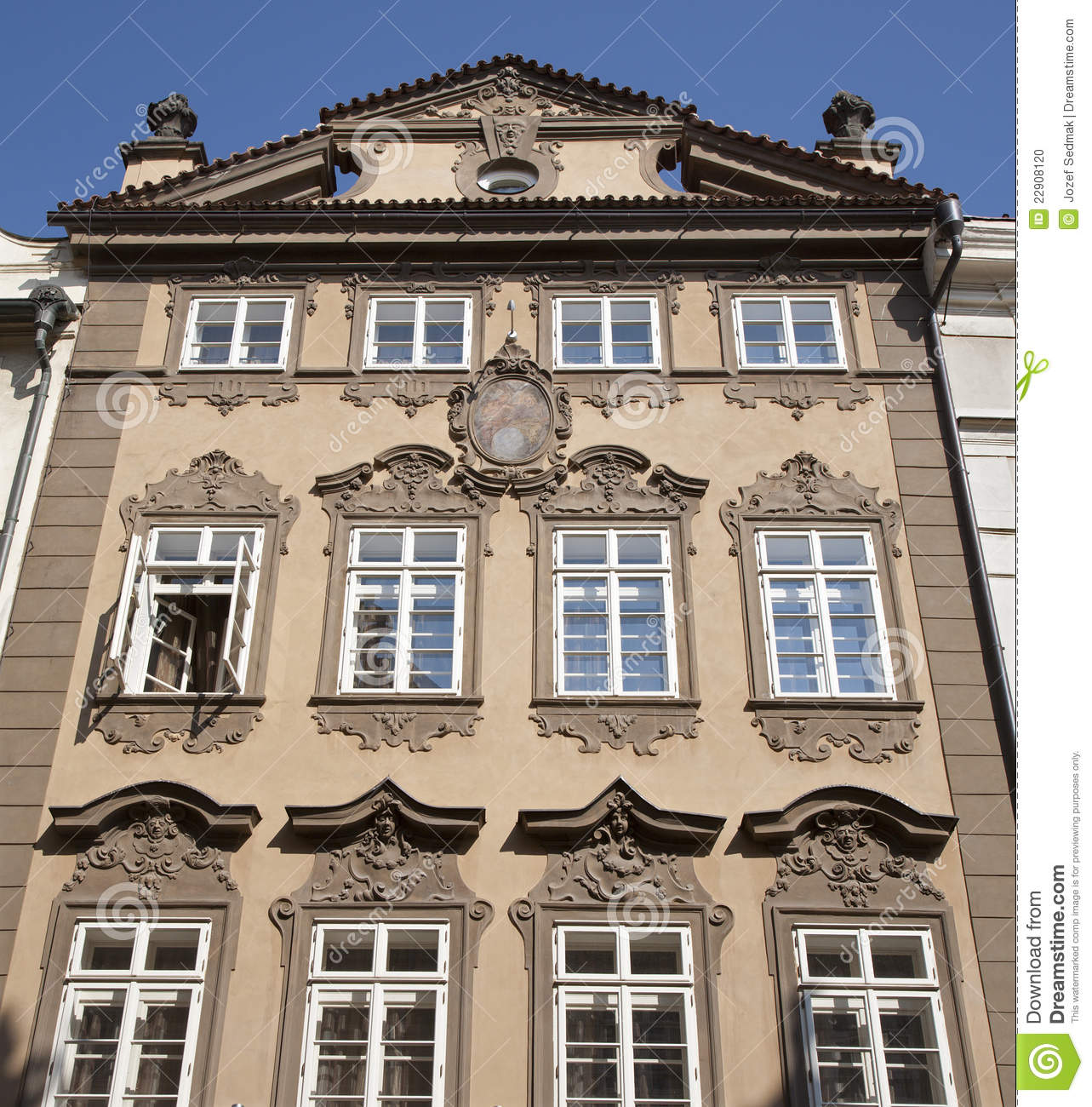 Prague fa ade de maison baroque photo stock image for Maison style baroque