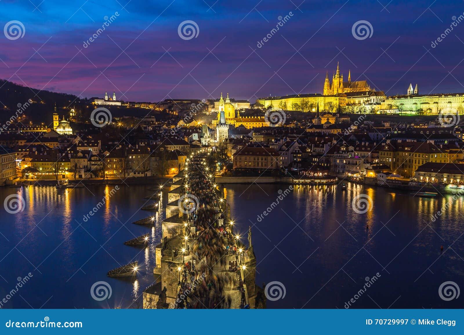 Prague horisont på skymning