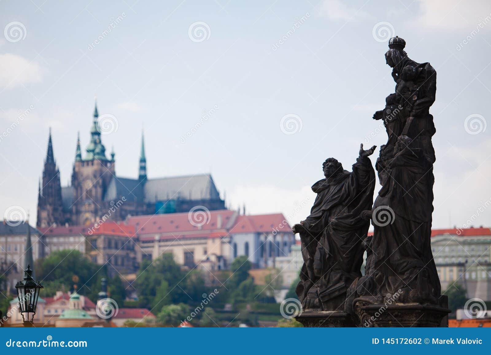 Prague, République Tchèque, 5ème Mai 2011 : Vue sur le secteur de château - statues