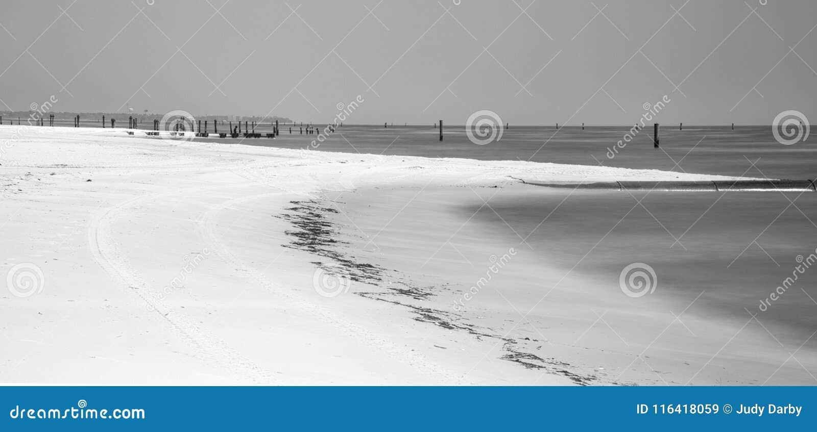 Praia abandonada em Waveland, Mississippi