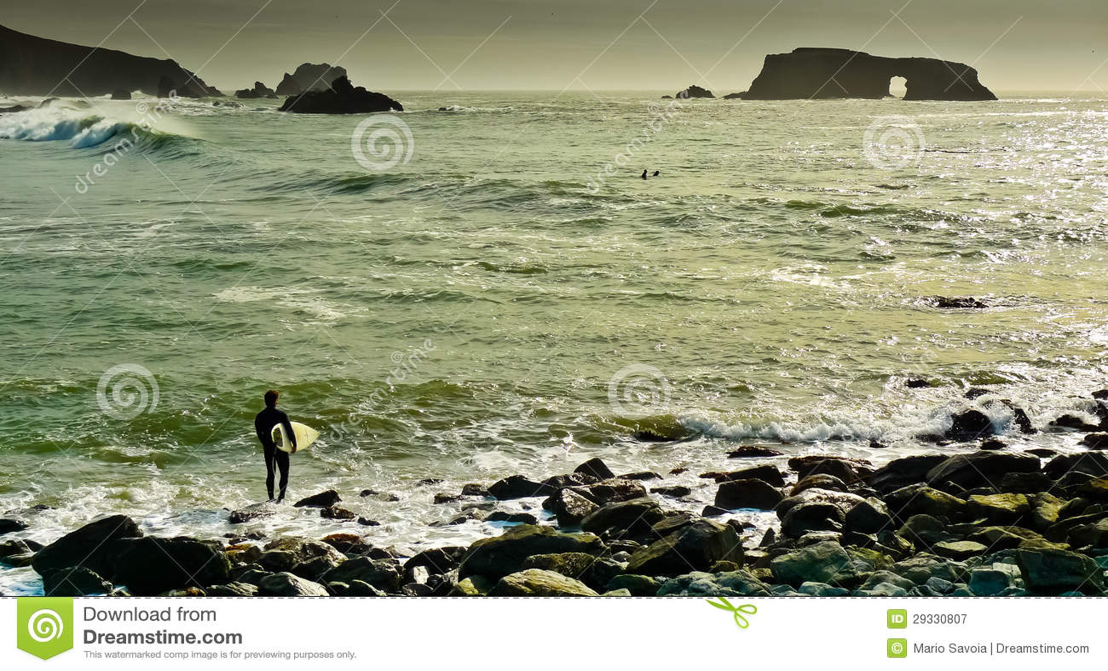Praia arqueada da rocha