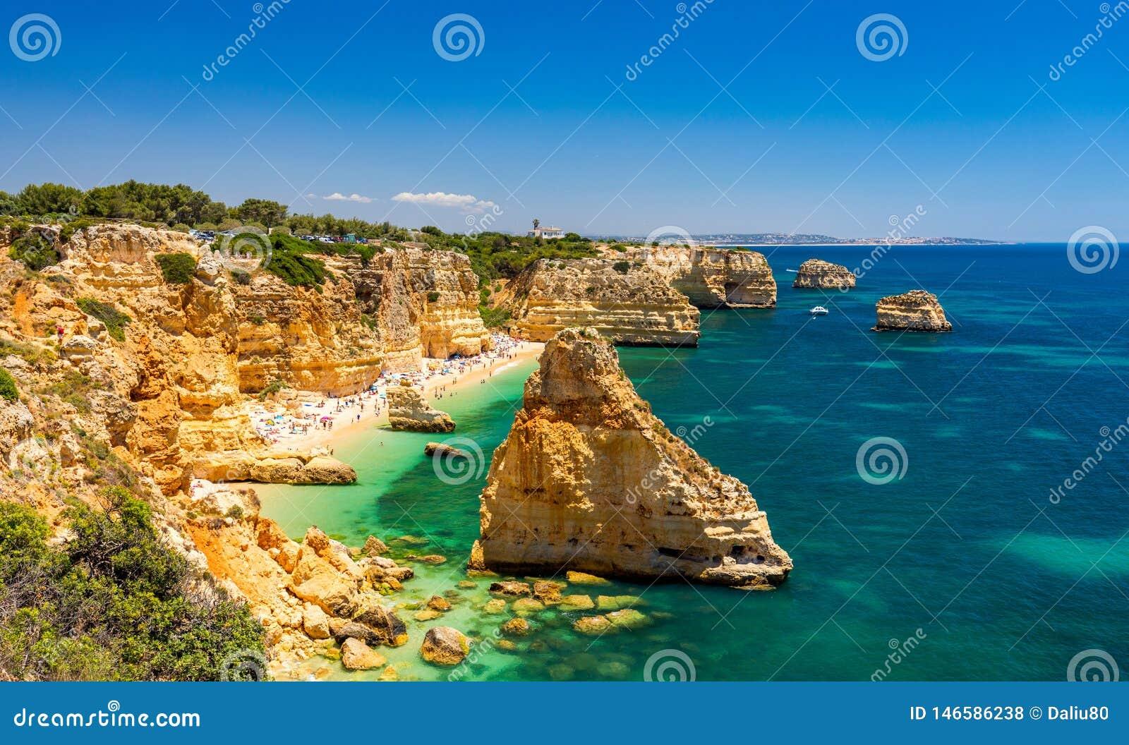 Praia da Marinha, piękny plażowy Marinha w Algarve, Portugalia Marynarki wojennej plaża, jeden sławne plaże (Praia da Marinha)