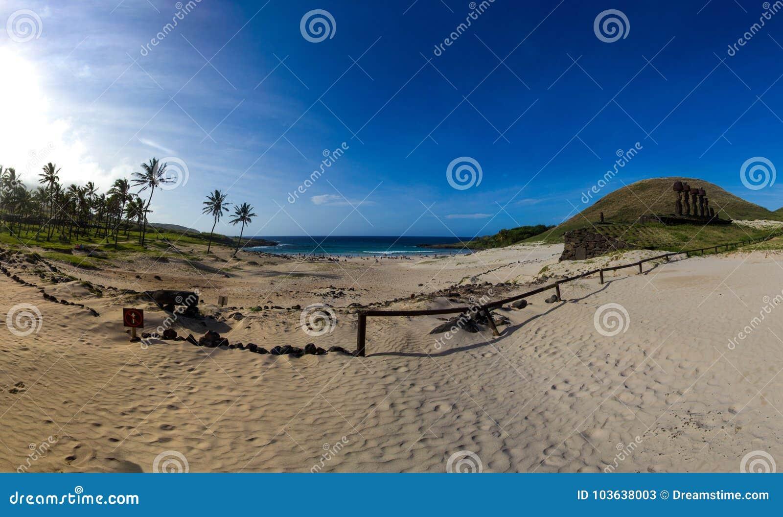 Praia de Anakena - Ilha de Páscoa, o Chile