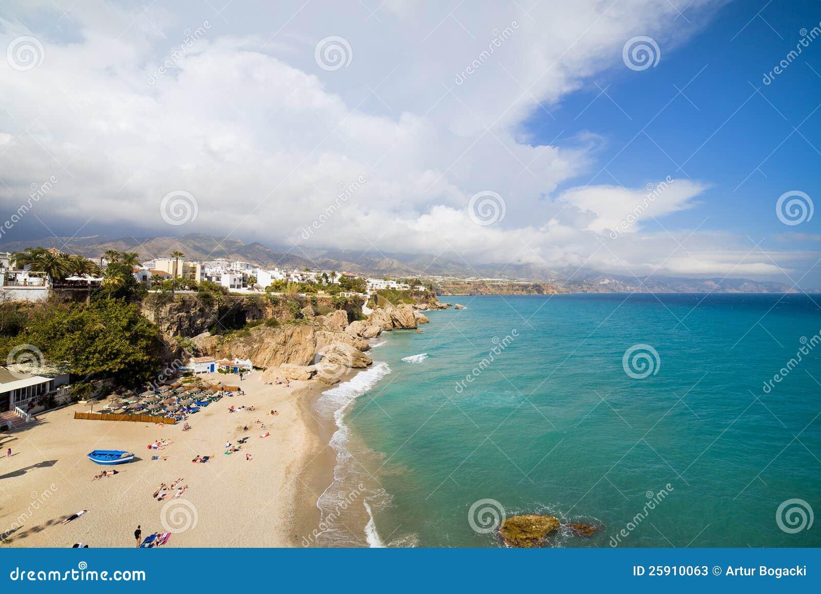 Praia de Costa del Sol em Nerja