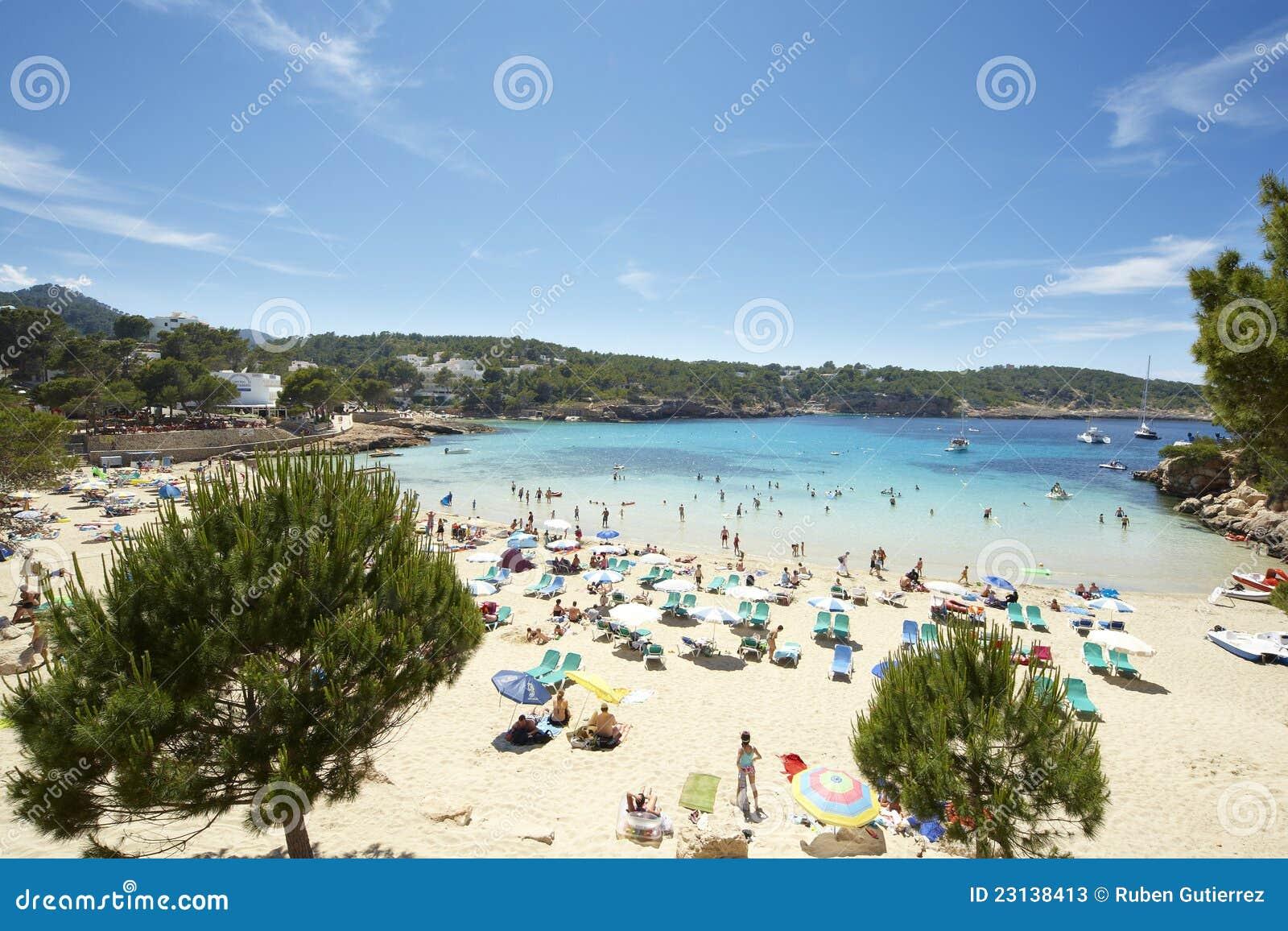 Praia de Ibiza no verão