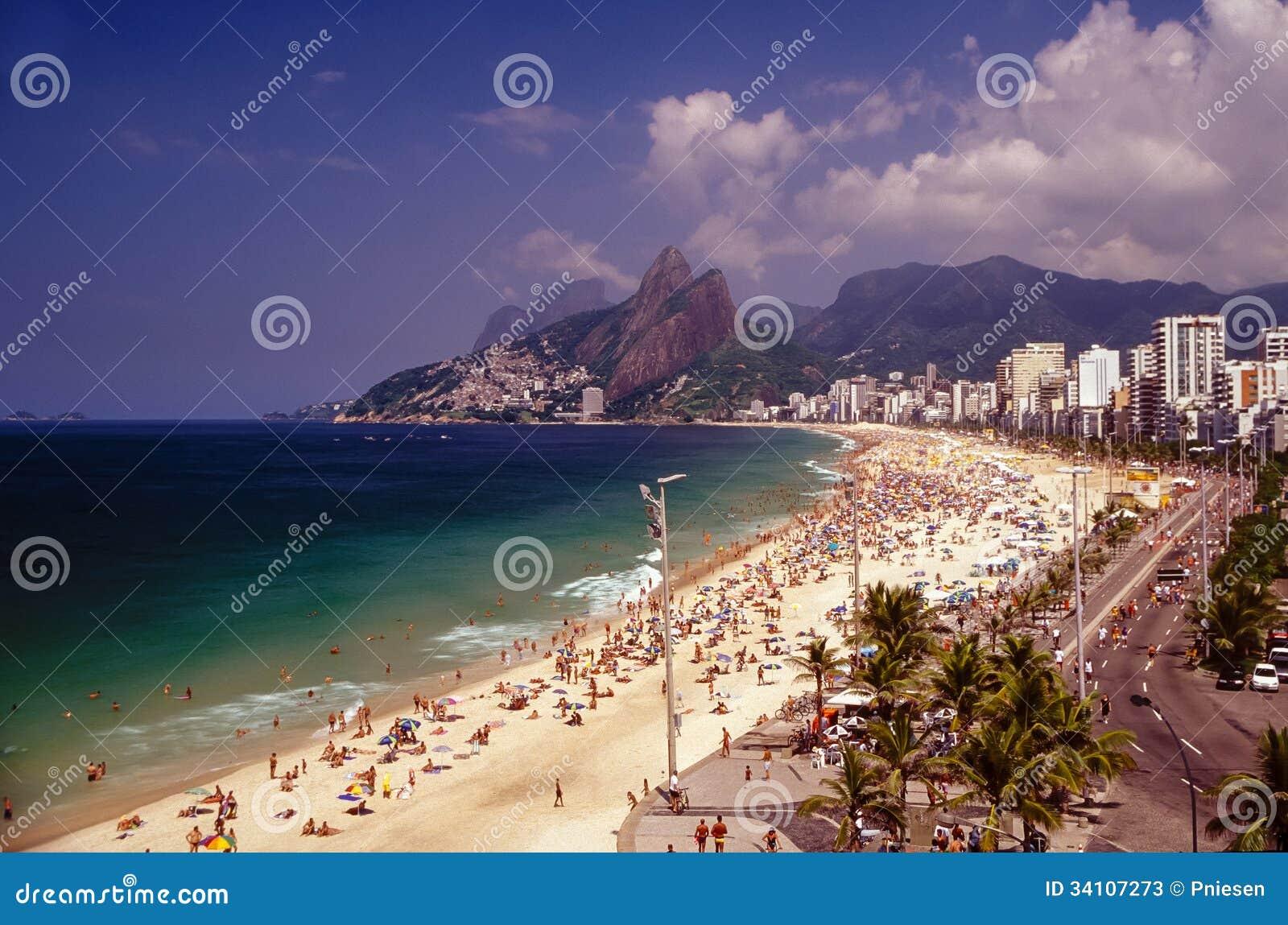de Impanema em Rio de janeiro Brasil no tempo do carnaval Foto de  #946B37 1300x950