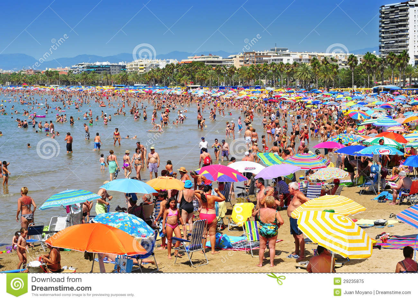 Download Praia De Llevant, Em Salou, Spain Imagem Editorial - Imagem de holidaymakers, europeu: 29235875