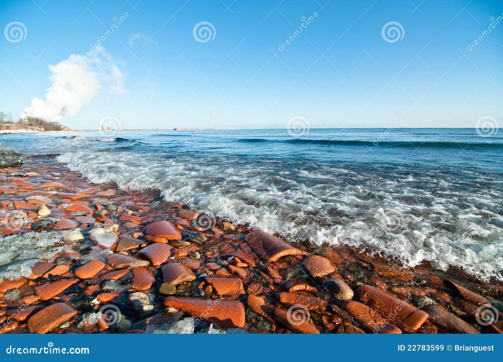Praia de Ontário de lago no inverno