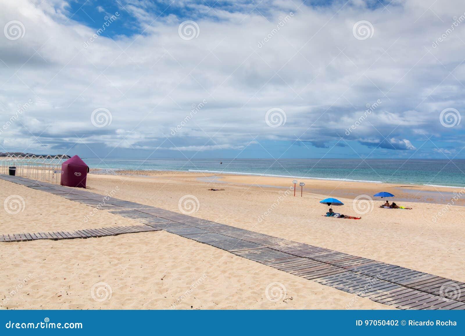 Praia De Supertubos Em Peniche Portugal Fotografia