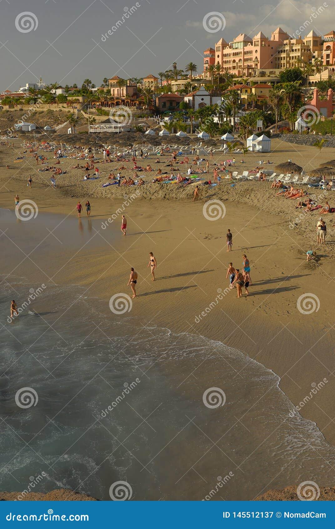 Praia do EL Duque em Ilhas Can?rias da costa de Adeje