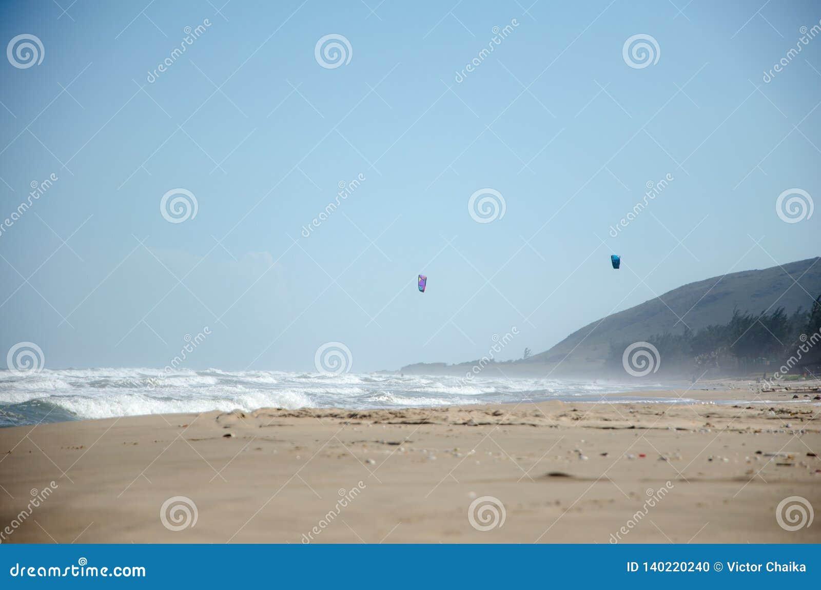 Praia do mar com ressaca forte