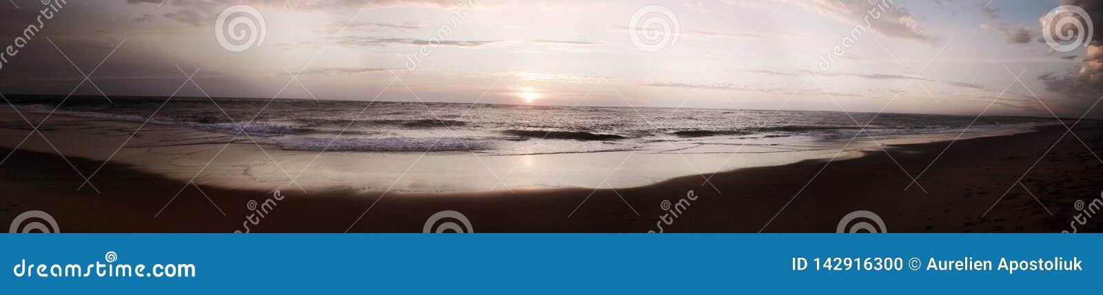 Praia do por do sol de França